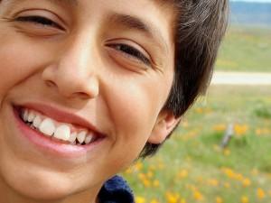 bambino di baricon denti puliti